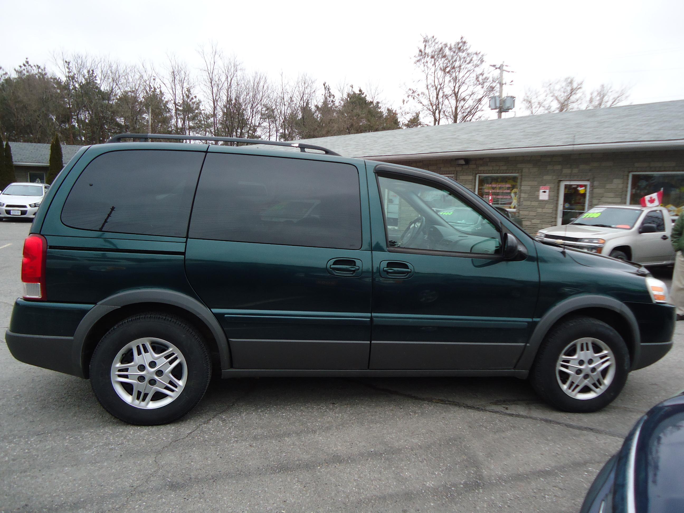 2005 pontiac montana sv6 green bob currie auto sales. Black Bedroom Furniture Sets. Home Design Ideas